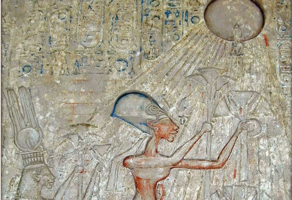 Akhenaten and Nefertiti worshipping the Aten
